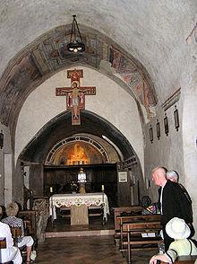 Interior de la Iglesia de San Damiano. Cada 3 de mayo se bendice el crucifijo que, presuntamente, le habló a San Francisco.